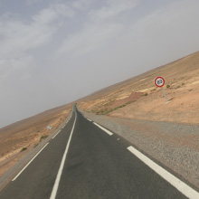 Fahrt auf der N10 in die Wüste Marokkos